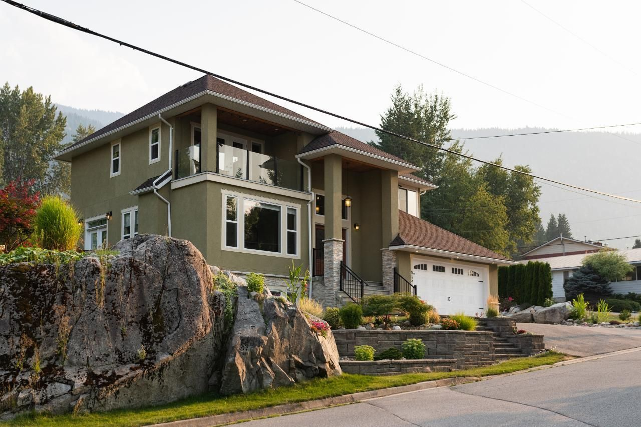 Main Photo: 815 HOUSTON STREET W in Nelson: House for sale : MLS®# 2460403