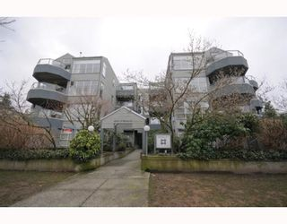 """Photo 10: 105 2250 W 3RD Avenue in Vancouver: Kitsilano Condo for sale in """"HENLEY PARK"""" (Vancouver West)  : MLS®# V755957"""