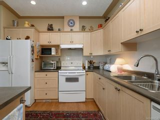 Photo 4: 1 3338 Whittier Ave in Saanich: SW Rudd Park Row/Townhouse for sale (Saanich West)  : MLS®# 841546