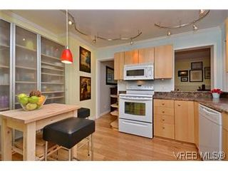 Photo 4: 104 439 Cook St in VICTORIA: Vi Fairfield West Condo for sale (Victoria)  : MLS®# 596917