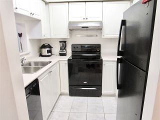 """Photo 11: 406 2105 W 42ND Avenue in Vancouver: Kerrisdale Condo for sale in """"BROWNSTONE"""" (Vancouver West)  : MLS®# R2552680"""