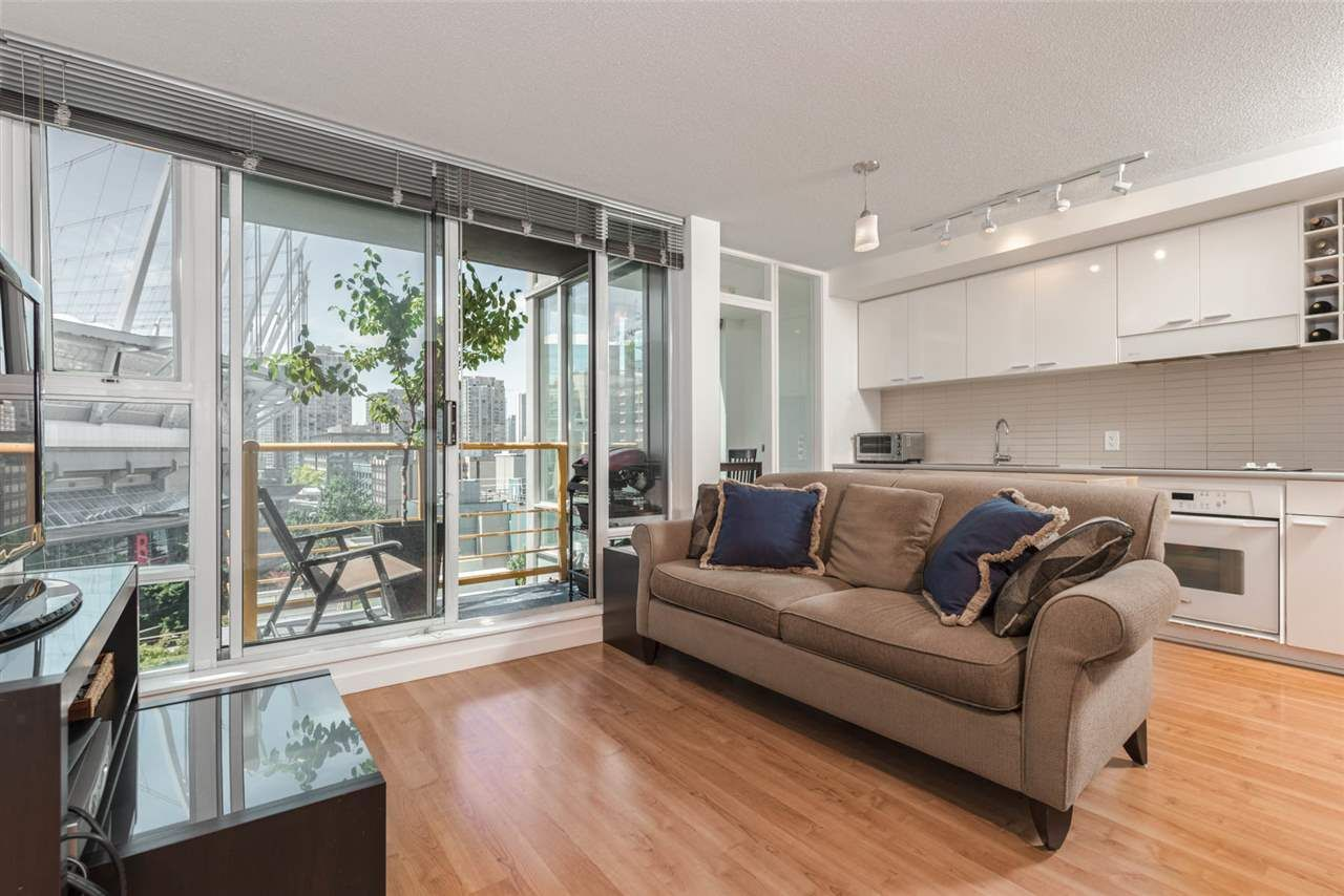 "Main Photo: 701 668 CITADEL PARADE in Vancouver: Downtown VW Condo for sale in ""SPECTRUM 2"" (Vancouver West)  : MLS®# R2189163"