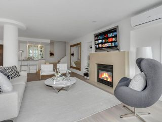 """Photo 3: 801 1383 MARINASIDE Crescent in Vancouver: Yaletown Condo for sale in """"COLUMBUS"""" (Vancouver West)  : MLS®# R2504775"""