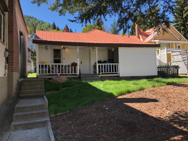 FEATURED LISTING: 106 ROSSLAND AVENUE Trail