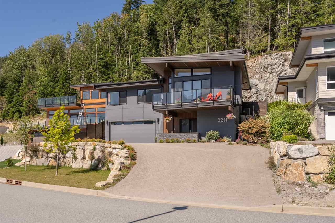 """Main Photo: 2211 CRUMPIT WOODS Drive in Squamish: Valleycliffe House for sale in """"Crumpit Woods"""" : MLS®# R2494676"""