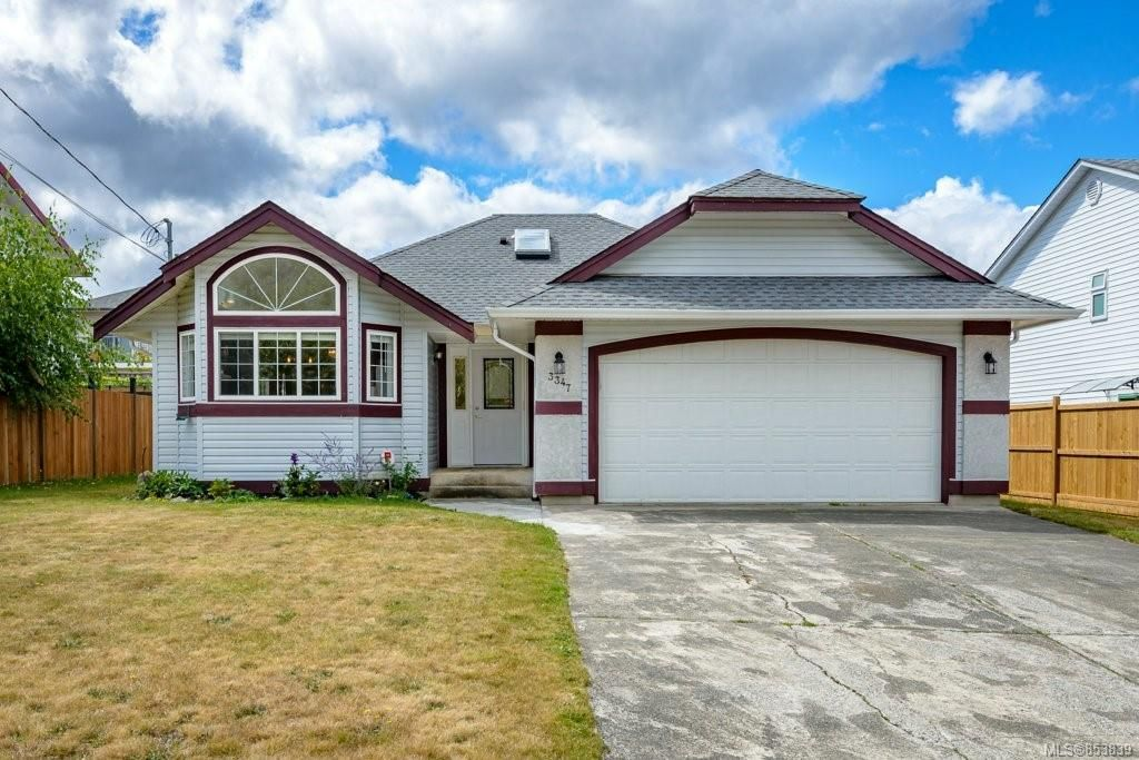 Main Photo: 3347 Westwood Rd in : CV Cumberland House for sale (Comox Valley)  : MLS®# 853839