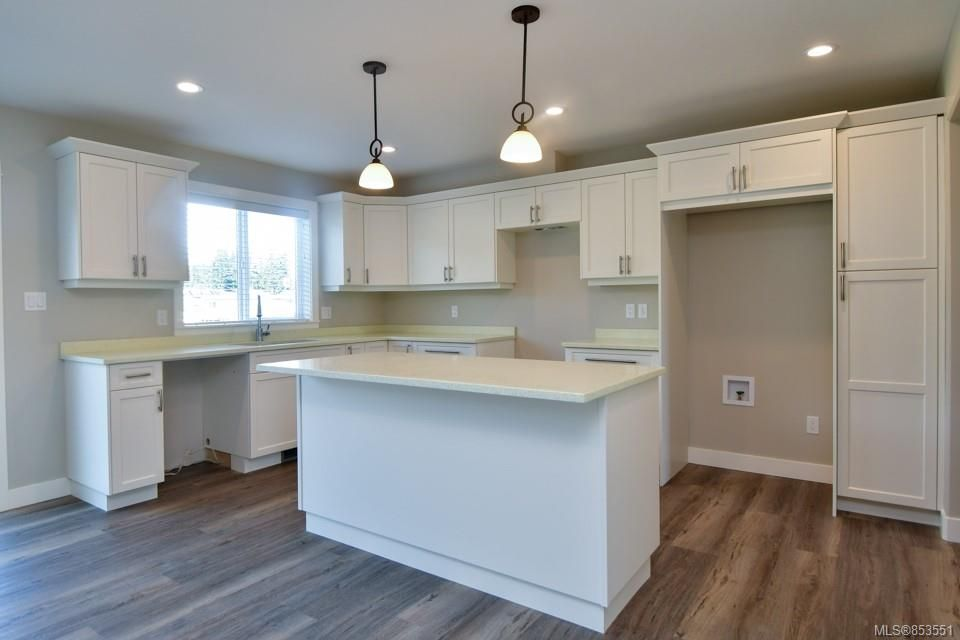 Photo 4: Photos: 492 Park Forest Dr in : CR Campbell River Central House for sale (Campbell River)  : MLS®# 853551