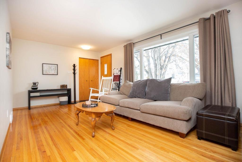 Photo 4: Photos: 61 Vincent Massey Boulevard in Winnipeg: Windsor Park Residential for sale (2G)  : MLS®# 202005748