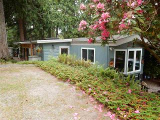 "Photo 2: 15 1416 NORTH Road in Gibsons: Gibsons & Area Manufactured Home for sale in ""Bear's Tale Village"" (Sunshine Coast)  : MLS®# R2078690"
