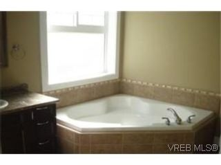 Photo 6: 2391 Echo Valley Dr in VICTORIA: La Bear Mountain House for sale (Langford)  : MLS®# 489499
