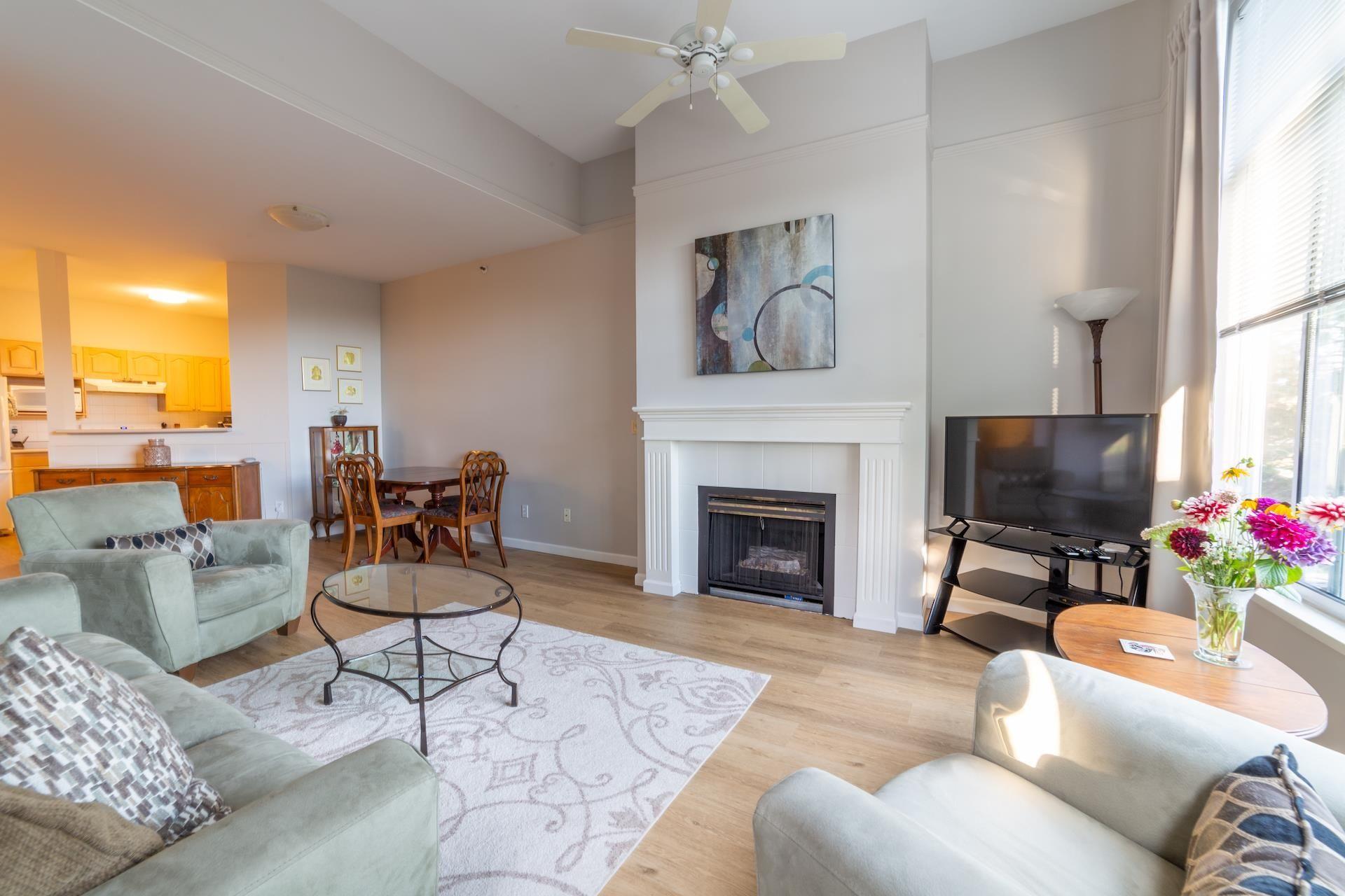 "Main Photo: 302 1153 54A Street in Delta: Tsawwassen Central Condo for sale in ""HERON PLAC3"" (Tsawwassen)  : MLS®# R2617835"