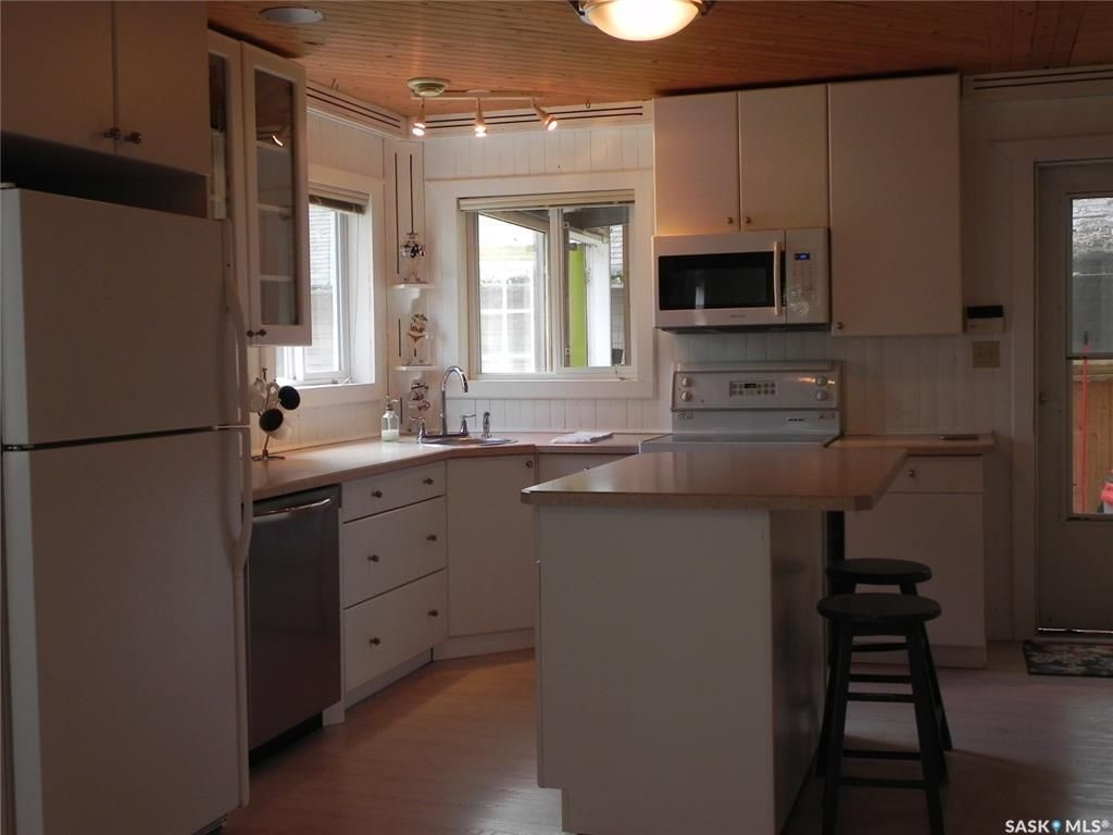 Photo 5: Photos: 108-110 William Street in Manitou Beach: Residential for sale : MLS®# SK821858