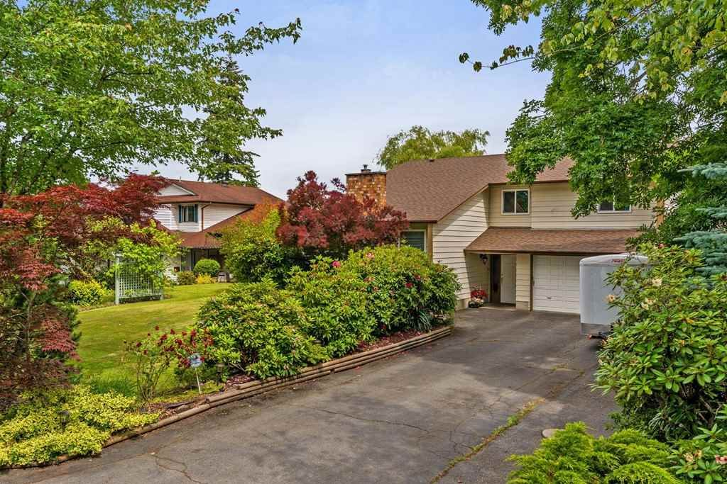 Main Photo: 18331 59A AVENUE in : Cloverdale BC House for sale : MLS®# R2280612