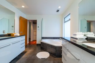 Photo 11: 1008 W KEITH Road in North Vancouver: Pemberton Heights House for sale : MLS®# R2344998
