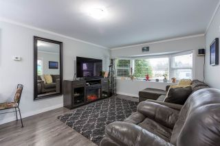 """Photo 9: 74 1840 160 Street in Surrey: King George Corridor Manufactured Home for sale in """"Breakaway Bays"""" (South Surrey White Rock)  : MLS®# R2431476"""