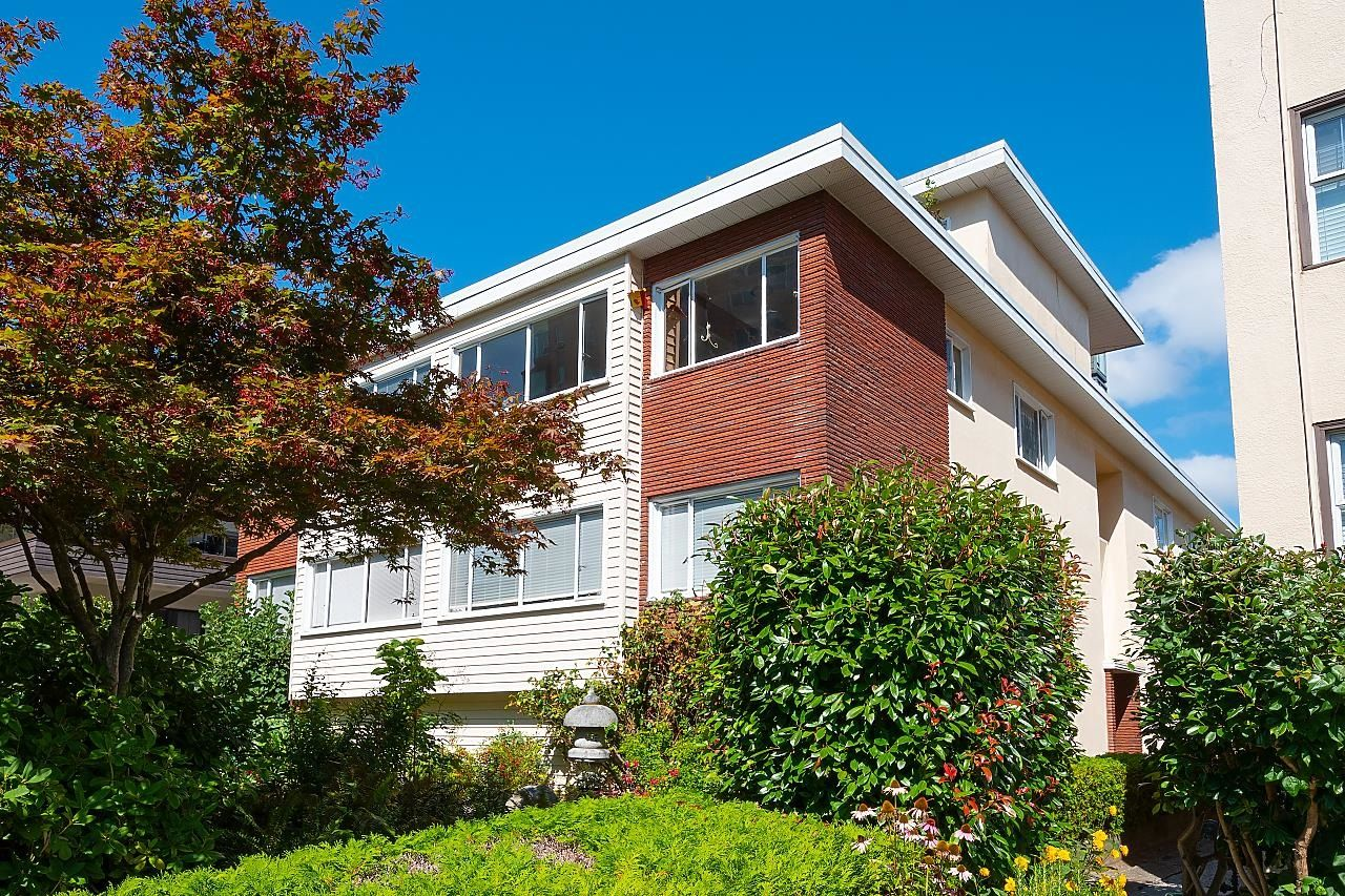 """Main Photo: 5 2255 W 40TH Avenue in Vancouver: Kerrisdale Condo for sale in """"THE DARRELL"""" (Vancouver West)  : MLS®# R2614861"""