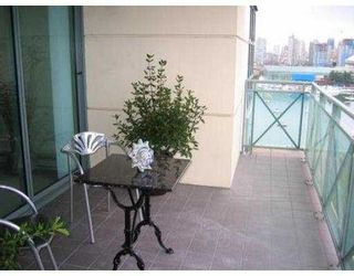 """Photo 6: 1603 1188 QUEBEC ST in Vancouver: Mount Pleasant VE Condo for sale in """"CITY GATE"""" (Vancouver East)  : MLS®# V556108"""