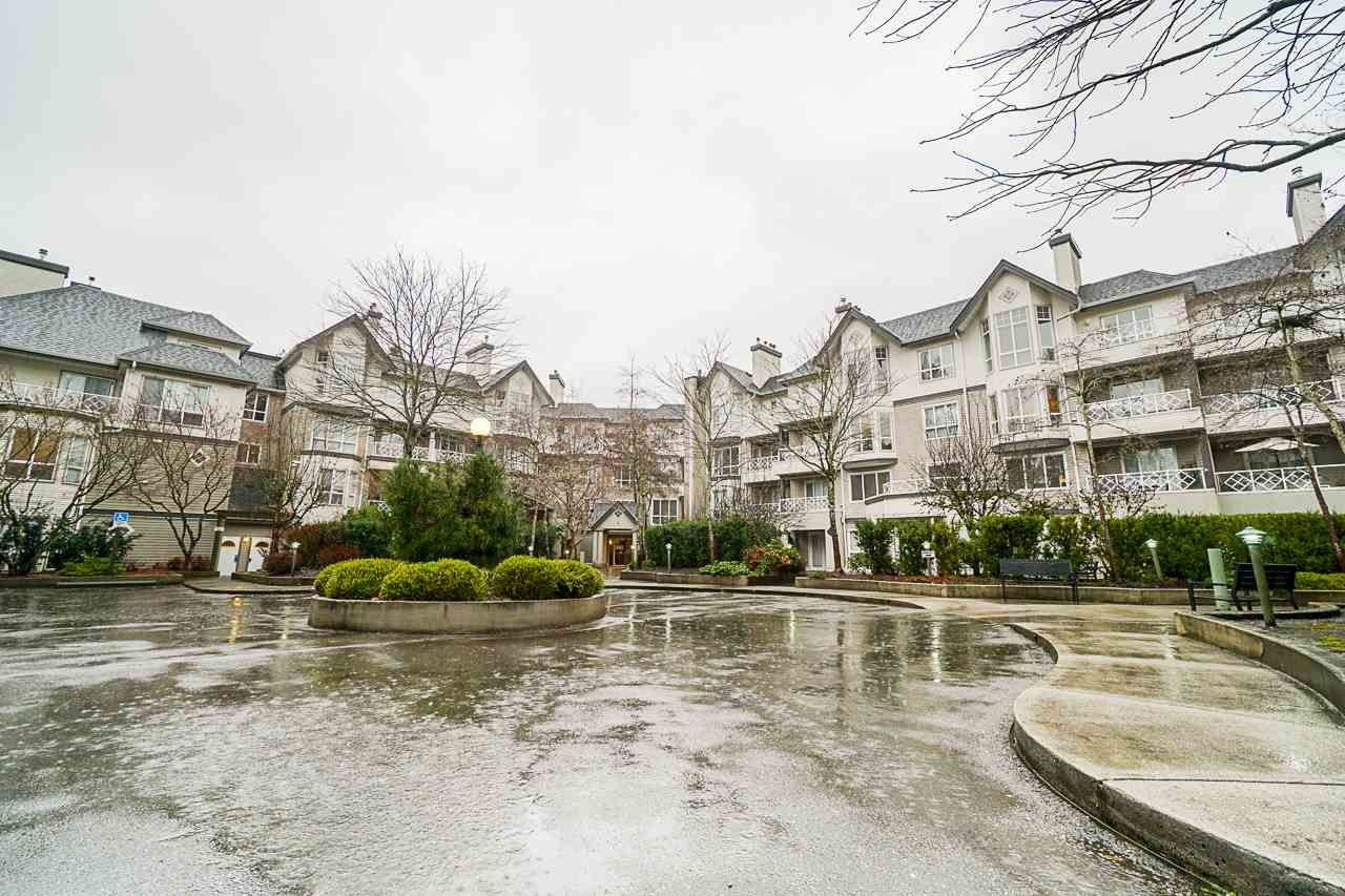 """Main Photo: 332 9979 140 Street in Surrey: Whalley Condo for sale in """"SHERWOOD GREEN"""" (North Surrey)  : MLS®# R2532582"""