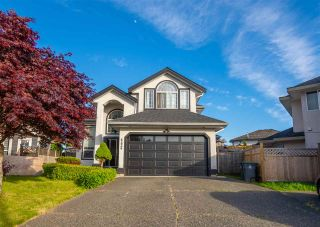 Photo 1: 6636 123 Street in Surrey: West Newton House for sale : MLS®# R2586818