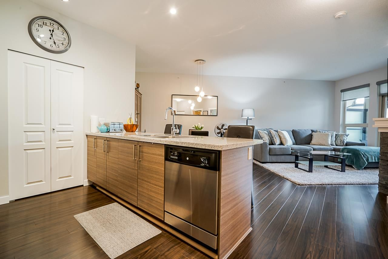 """Photo 2: Photos: 418 1150 KENSAL Place in Coquitlam: New Horizons Condo for sale in """"THOMAS HOUSE BY POLYGON"""" : MLS®# R2453457"""