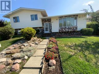 Photo 1: 408 Royal  Crescent N in Trochu: House for sale : MLS®# A1139955