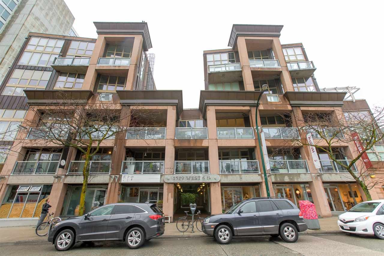 """Main Photo: 413 1529 W 6TH Avenue in Vancouver: False Creek Condo for sale in """"WSIX - South Granville Lofts"""" (Vancouver West)  : MLS®# R2435033"""