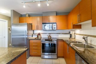 Photo 8: 902-2225 Holdom Ave in Burnaby: Condo for sale (Burnaby North)  : MLS®# R2463125