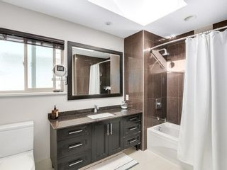 Photo 13: 15328 COLUMBIA Ave in South Surrey White Rock: White Rock Home for sale ()  : MLS®# F1433512