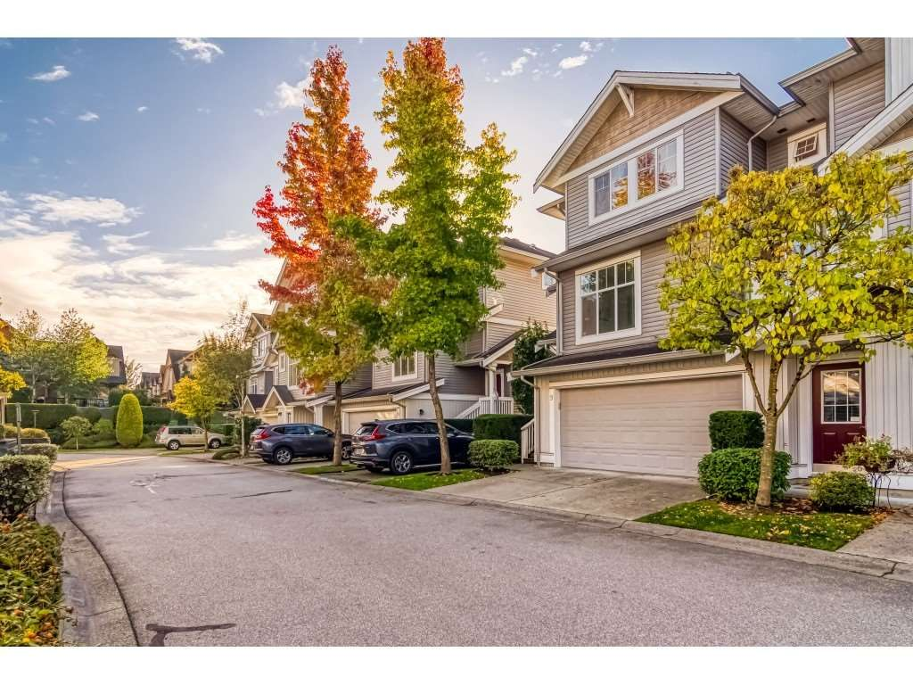 Main Photo: 9 16760 61 Avenue in Surrey: Cloverdale BC Townhouse for sale (Cloverdale)  : MLS®# R2509997