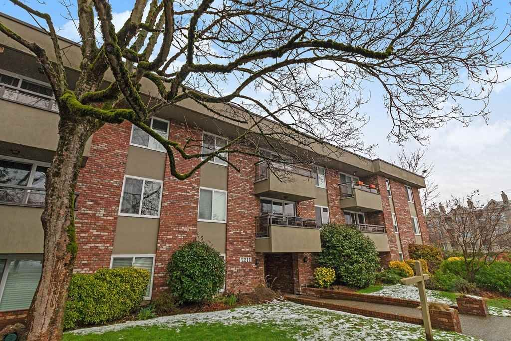 "Main Photo: 110 2211 W 5TH Avenue in Vancouver: Kitsilano Condo for sale in ""WESTPOINTE VILLA"" (Vancouver West)  : MLS®# R2434574"