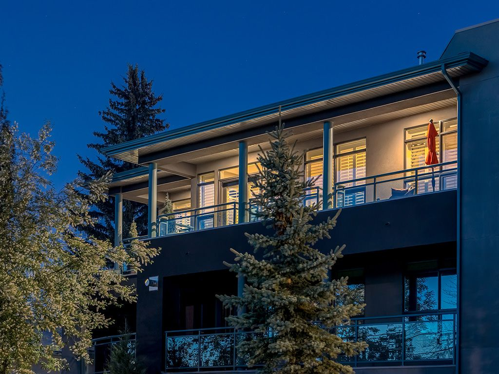 Photo 3: Photos: 306 4108 Stanley Road SW in Calgary: Parkhill_Stanley Prk Condo for sale : MLS®# c4012466