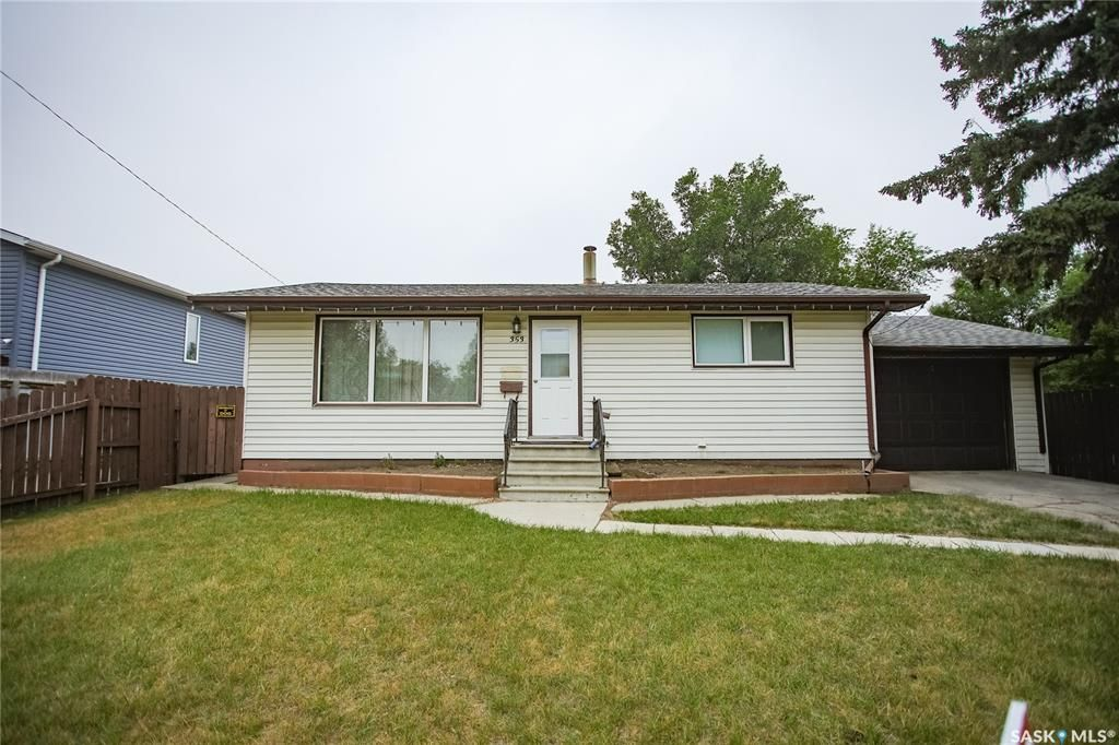 Main Photo: 353 Montreal Avenue South in Saskatoon: Meadowgreen Residential for sale : MLS®# SK864206
