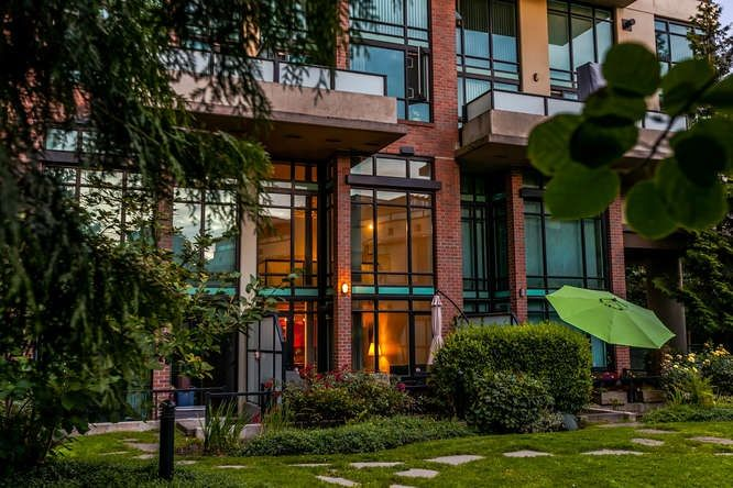 Main Photo: 105 10 RENAISSANCE SQUARE in New Westminster: Quay Condo for sale : MLS®# R2188809