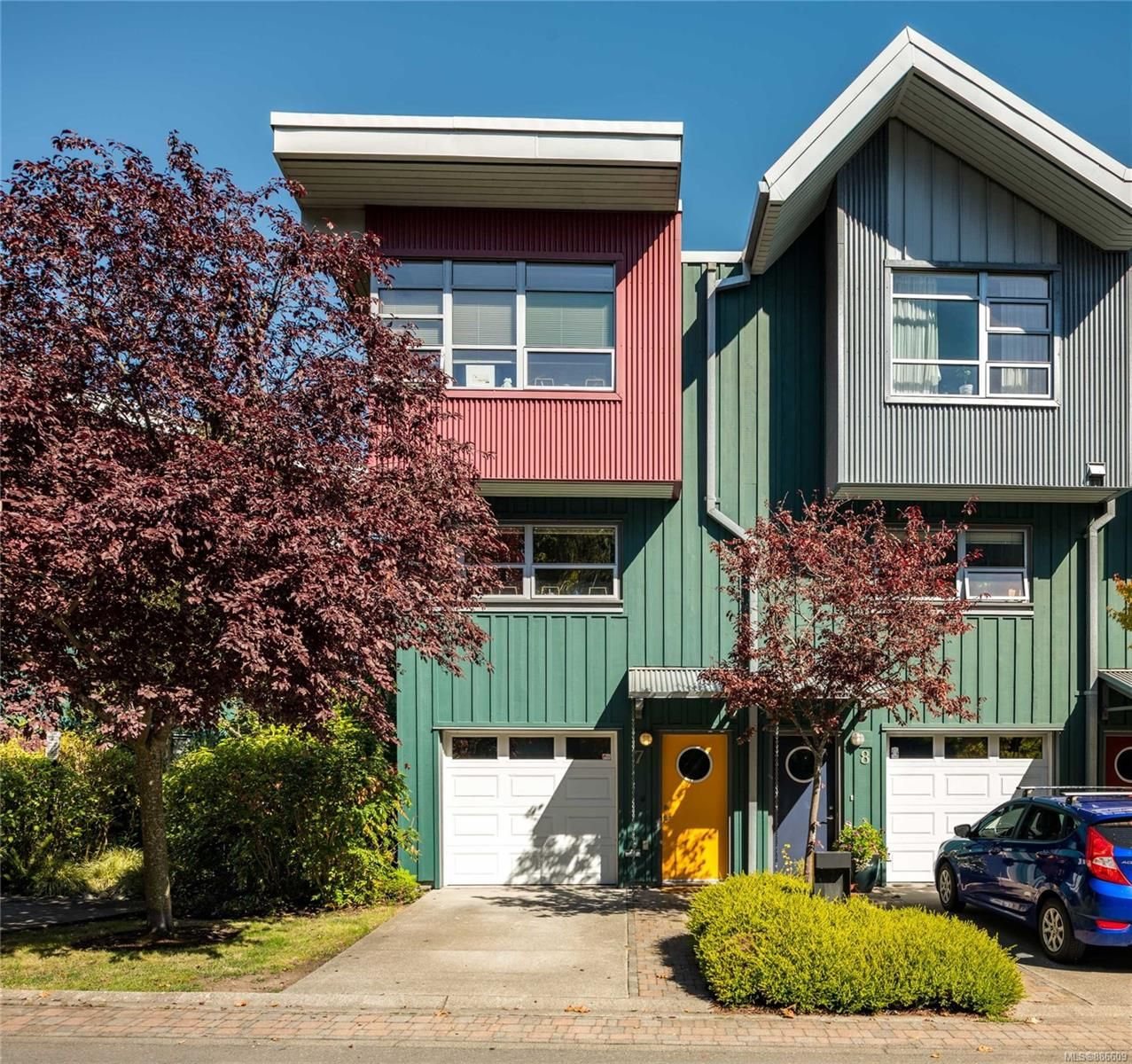 Main Photo: 7 864 Central Spur Rd in Victoria: VW Victoria West Row/Townhouse for sale (Victoria West)  : MLS®# 886609