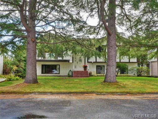 Main Photo: 1863 Penshurst Rd in VICTORIA: SE Gordon Head House for sale (Saanich East)  : MLS®# 743089