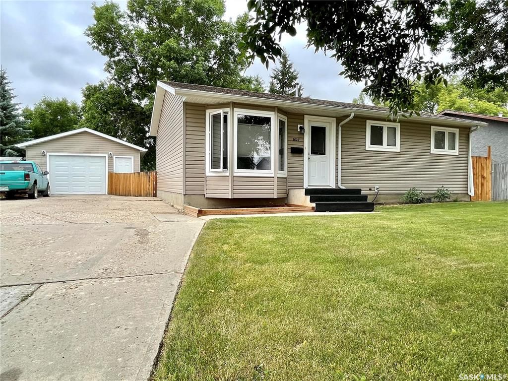 Main Photo: 1627 St. Laurent Drive in North Battleford: Centennial Park Residential for sale : MLS®# SK864505
