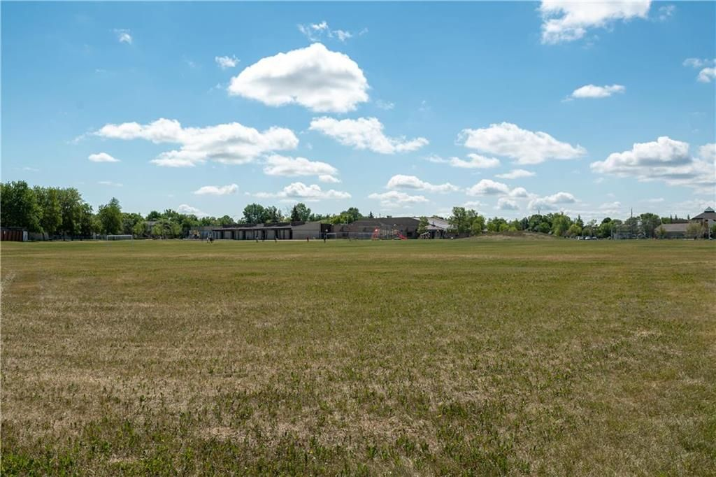 Photo 30: Photos: 57 Maitland Drive in Winnipeg: River Park South Residential for sale (2F)  : MLS®# 202116351