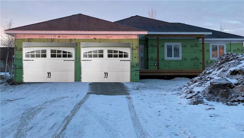 Photo 1: Photos: 119 CARLETON Drive in Steinbach: R16 Residential for sale : MLS®# 202103922