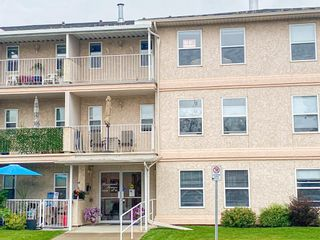 Photo 2: 208 5026 49 Street: Olds Apartment for sale : MLS®# A1138232