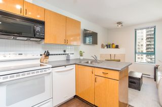 """Photo 7: 1210 939 HOMER Street in Vancouver: Yaletown Condo for sale in """"THE PINNACLE"""" (Vancouver West)  : MLS®# R2461082"""