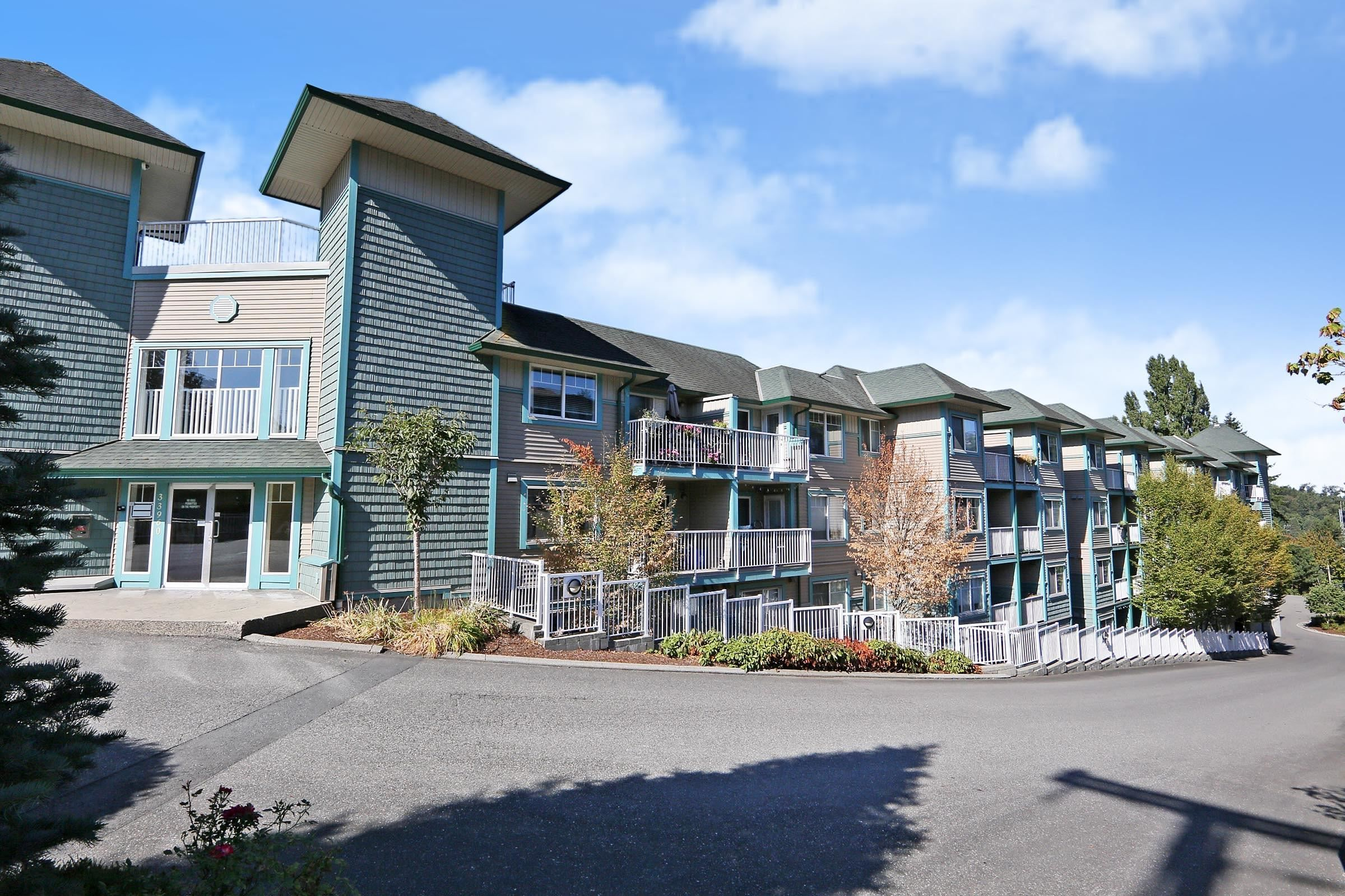 """Main Photo: 305 33960 OLD YALE Road in Abbotsford: Central Abbotsford Condo for sale in """"Old Yale Heights"""" : MLS®# R2614204"""