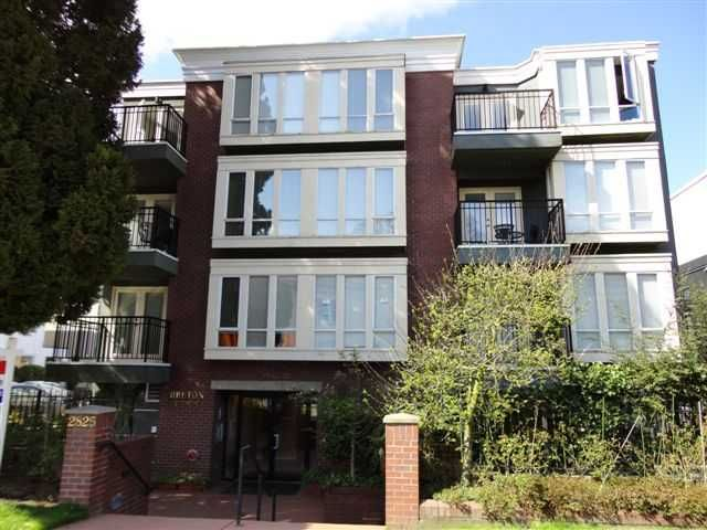 """Main Photo: 202 2825 ALDER Street in Vancouver: Fairview VW Condo for sale in """"BRETON MEWS"""" (Vancouver West)  : MLS®# v890236"""