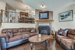 Photo 3: 8 Woodborough Place SW in Calgary: Woodbine Detached for sale : MLS®# C4263304