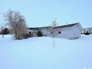 Photo 3: 800 McKenzie Street North in Outlook: Residential for sale : MLS®# SK839744