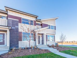 Photo 1: 130 SKYVIEW Circle NE in Calgary: Skyview Ranch Row/Townhouse for sale : MLS®# C4266711