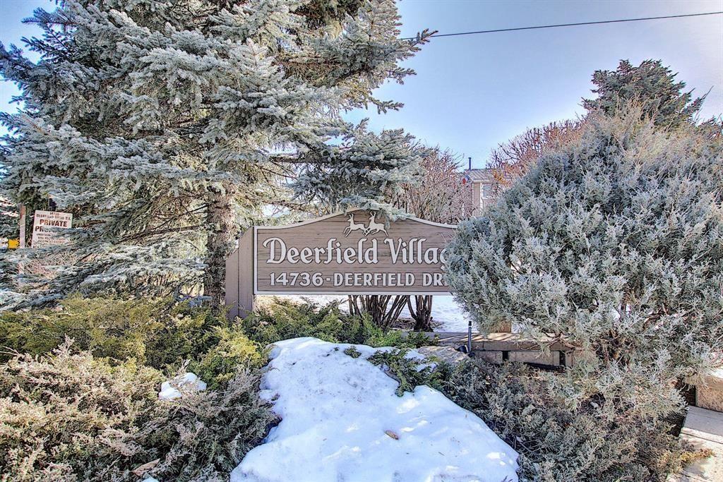 Main Photo: 2 14736 Deerfield Drive SE in Calgary: Deer Run Row/Townhouse for sale : MLS®# A1075072