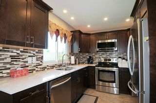 """Photo 3: 12217 CHESTNUT Crescent in Pitt Meadows: Mid Meadows House for sale in """"SOMERSET"""" : MLS®# R2073485"""