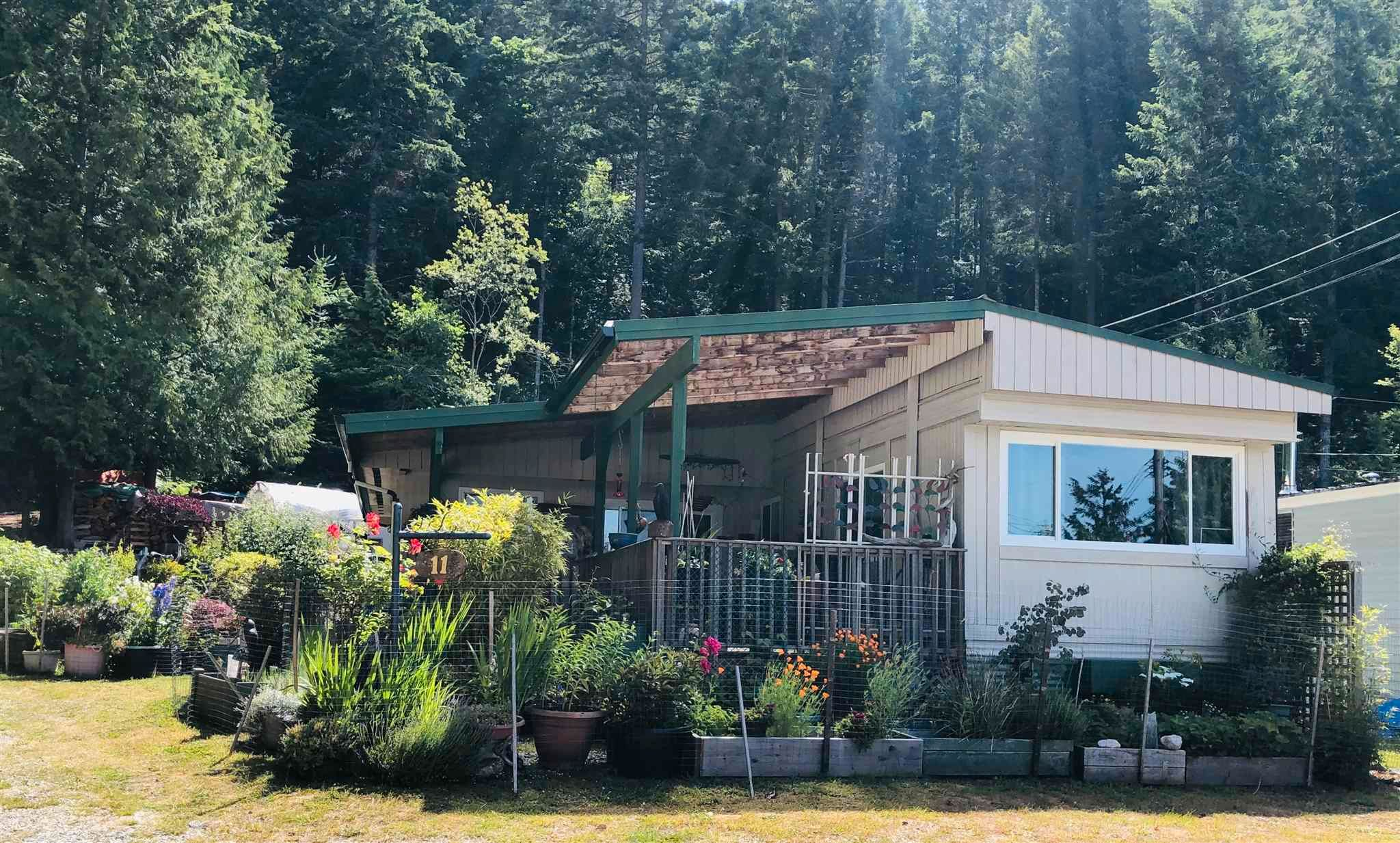 """Main Photo: 11 12248 SUNSHINE COAST Highway in Madeira Park: Pender Harbour Egmont Manufactured Home for sale in """"7 ISLES MOBILE HOME PARK"""" (Sunshine Coast)  : MLS®# R2598686"""