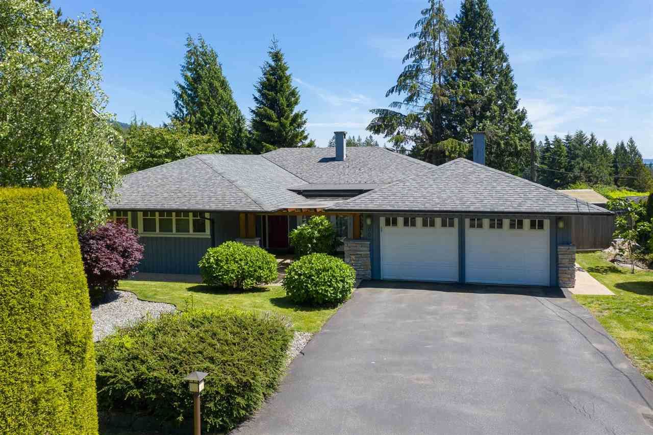 Photo 2: Photos: 80 GLENMORE Drive in West Vancouver: Glenmore House for sale : MLS®# R2468139
