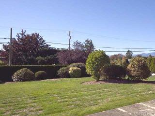 Photo 2: 103 1902 COMOX Avenue in COMOX: CV Comox (Town of) Condo for sale (Comox Valley)  : MLS®# 713630